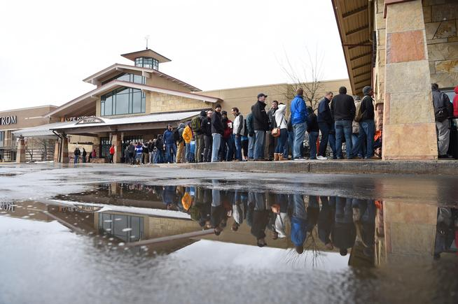 line of people outside Park Meadows